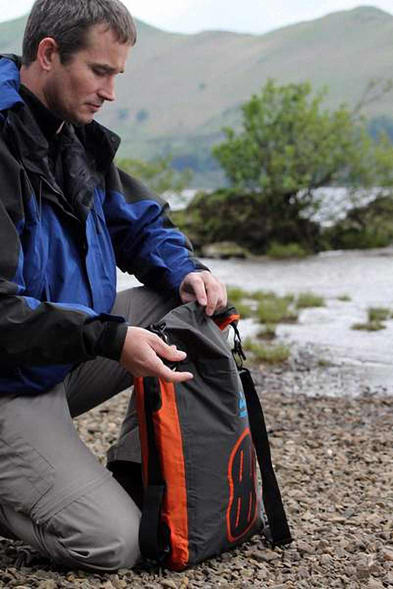 Водонепроницаемая сумка Aquapac 025 - Stormproof Padded Dry Bag.. Aquapac - №1 в мире водонепроницаемых чехлов и сумок. Фото 1