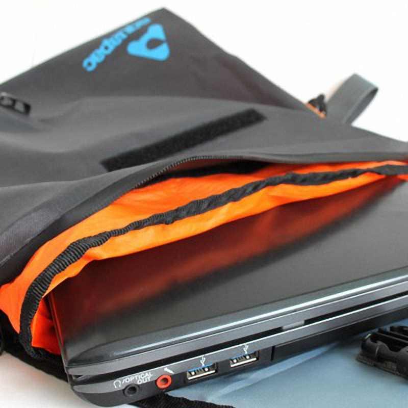 Водонепроницаемая сумка Aquapac 026 - Stormproof Messenger Bag.. Aquapac - №1 в мире водонепроницаемых чехлов и сумок. Фото 2