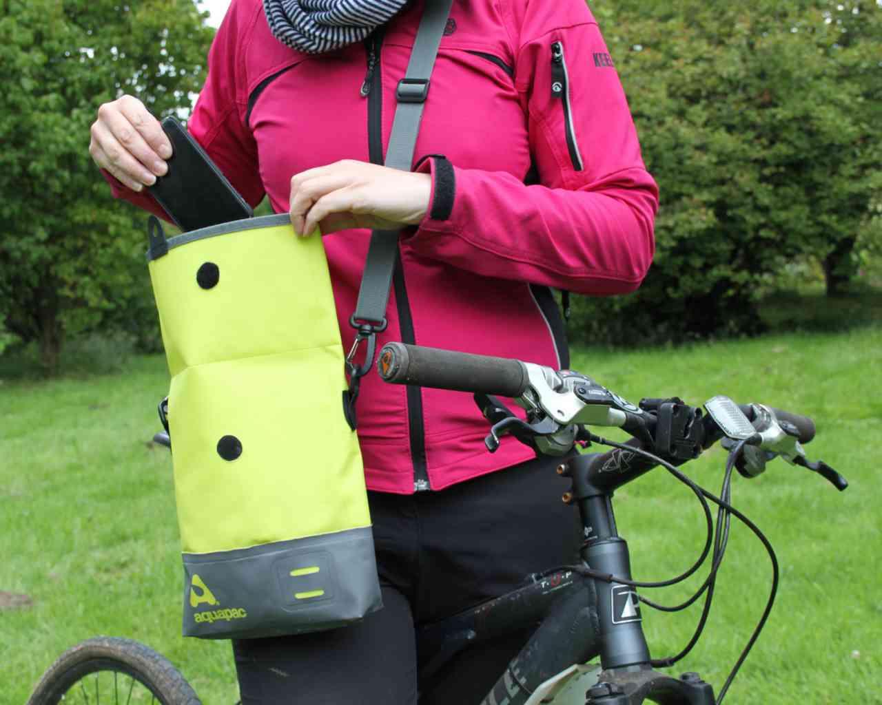 Брызгозащитная сумка Aquapac 051 - TrailProof™ Tote Bag – Small.. Aquapac - №1 в мире водонепроницаемых чехлов и сумок. Фото 3