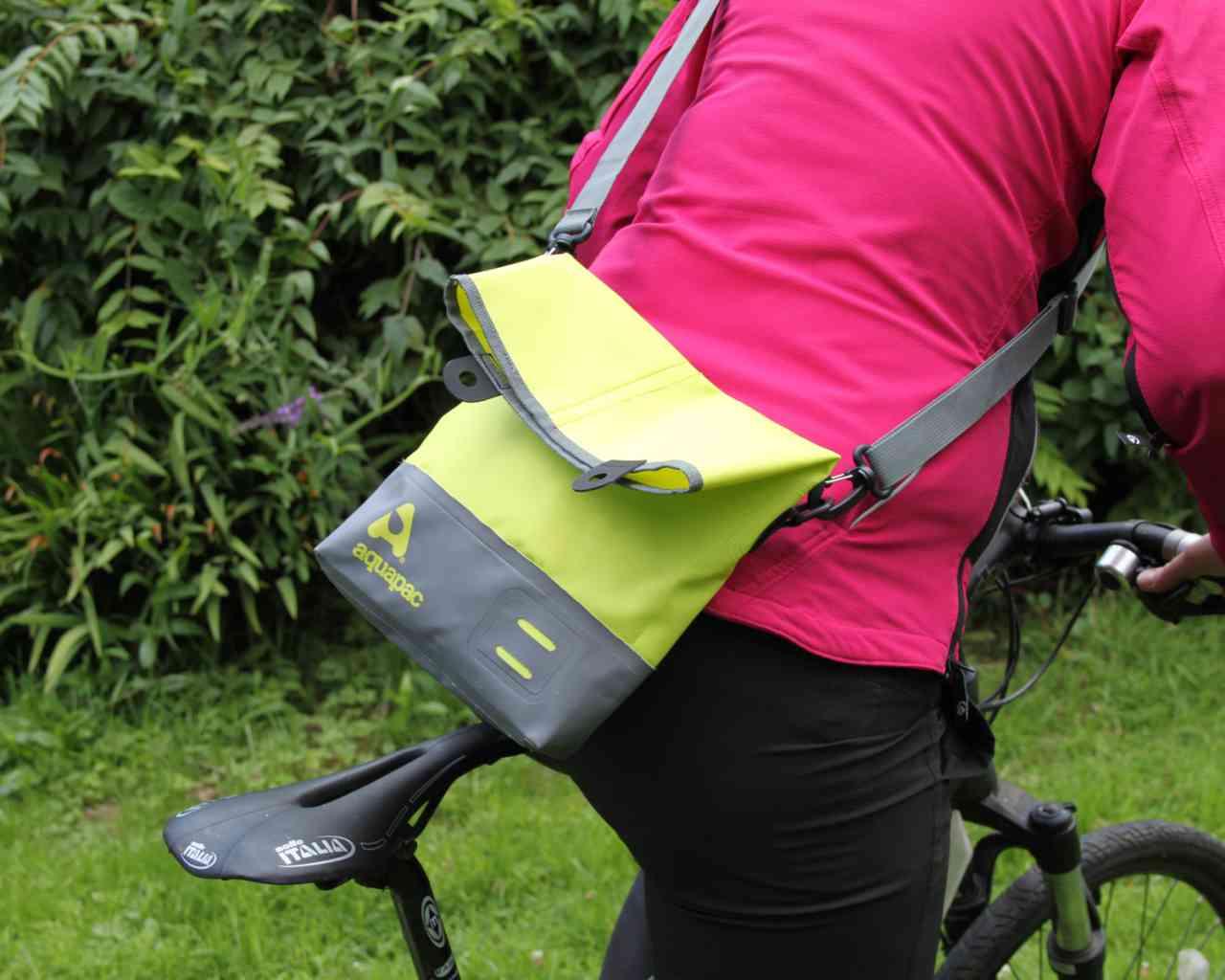 Брызгозащитная сумка Aquapac 051 - TrailProof™ Tote Bag – Small.. Aquapac - №1 в мире водонепроницаемых чехлов и сумок. Фото 4