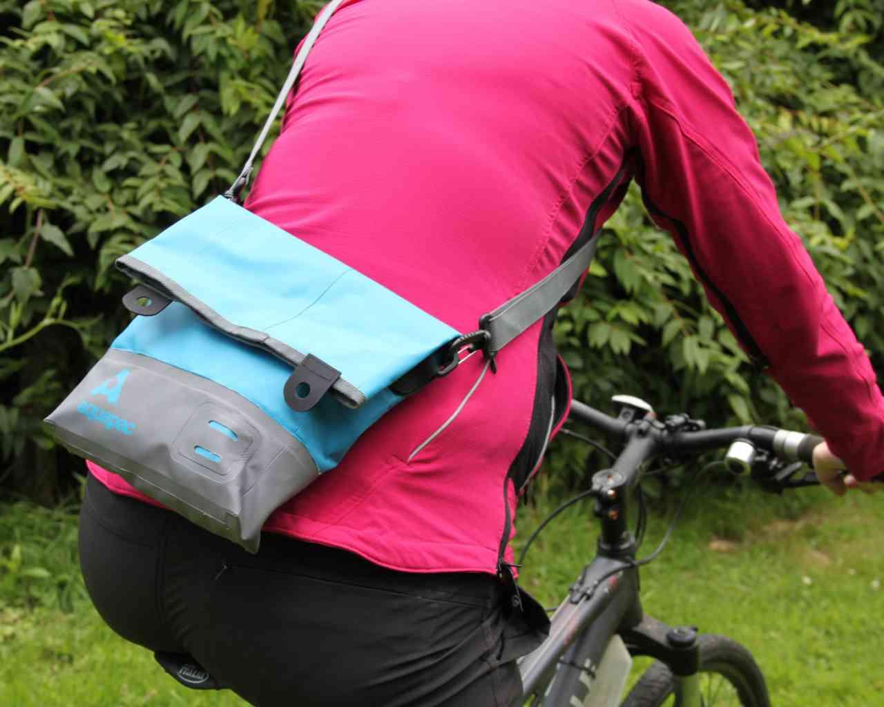 Брызгозащитная сумка Aquapac 052 - TrailProof™ Tote Bag – Small.. Aquapac - №1 в мире водонепроницаемых чехлов и сумок. Фото 3