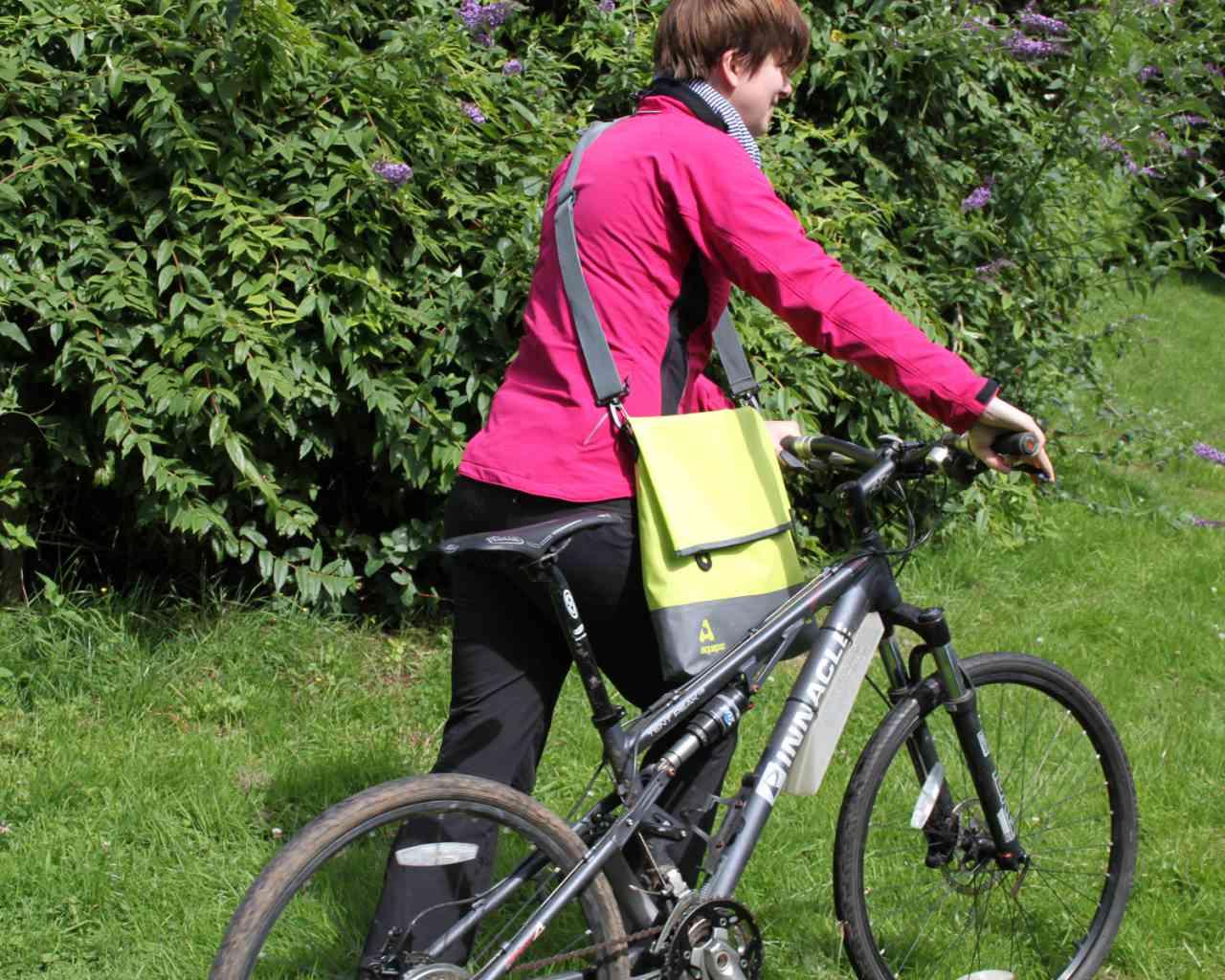 Брызгозащитная сумка Aquapac 053 - TrailProof™ Tote Bag – Large.. Aquapac - №1 в мире водонепроницаемых чехлов и сумок. Фото 3