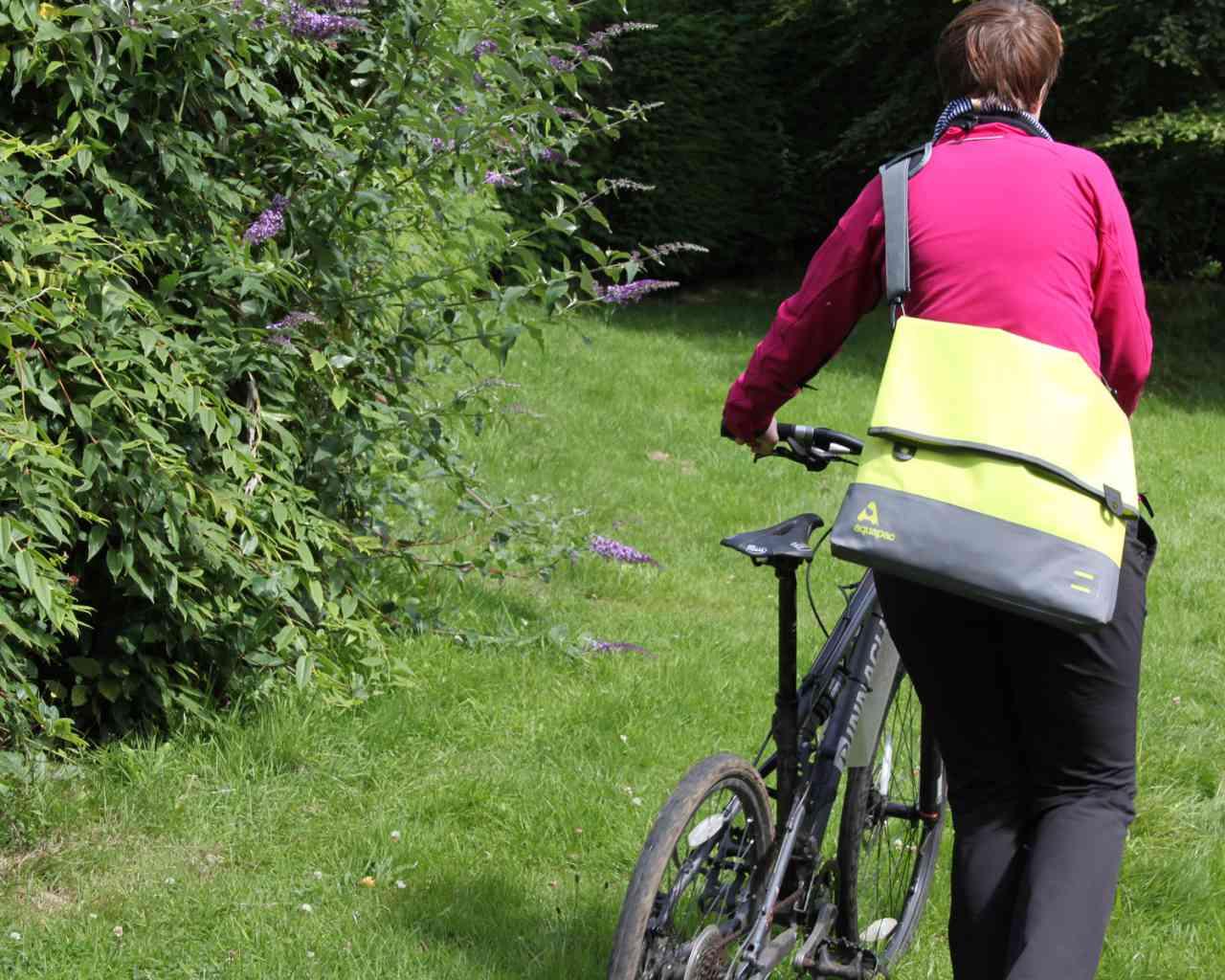 Брызгозащитная сумка Aquapac 053 - TrailProof™ Tote Bag – Large.. Aquapac - №1 в мире водонепроницаемых чехлов и сумок. Фото 4
