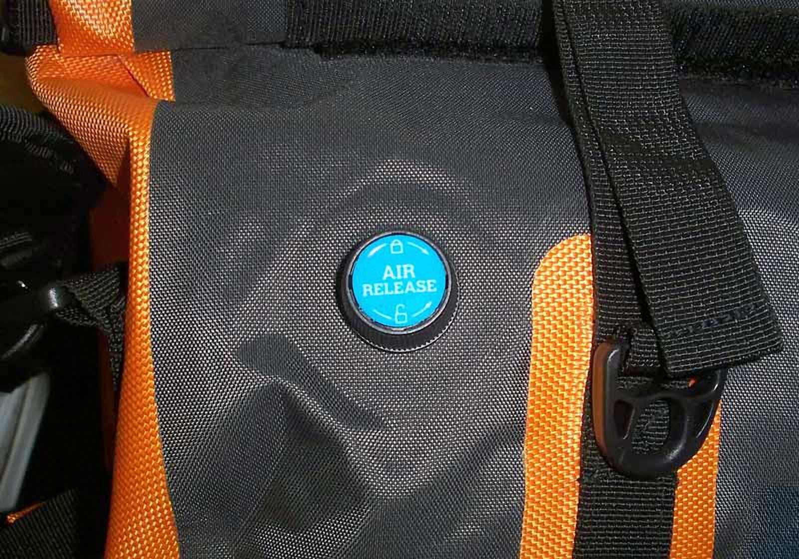 Водонепроницаемая сумка-рюкзак Aquapac 703 - Upano Waterproof Duffel - 70L.. Aquapac - №1 в мире водонепроницаемых чехлов и сумок. Фото 3