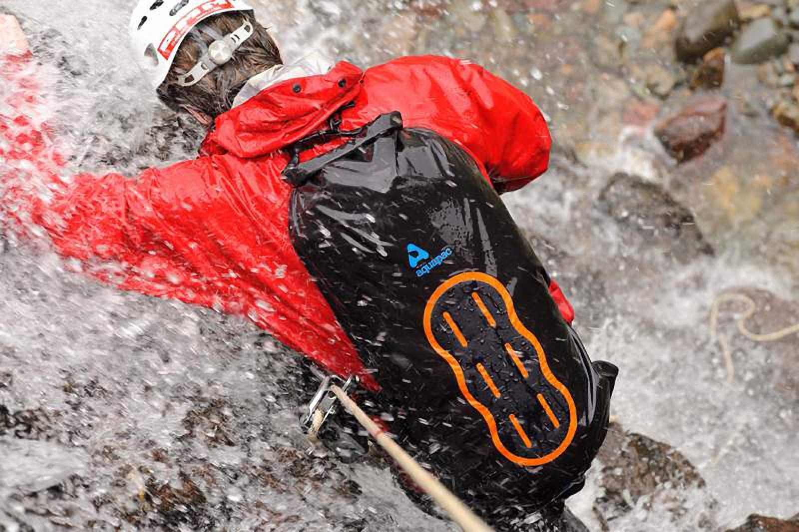 Водонепроницаемый  гермомешок-рюкзак (с двумя плечевыми ремнями) Aquapac 755 - Noatak Wet & Drybag - 35L.. Aquapac - №1 в мире водонепроницаемых чехлов и сумок. Фото 6