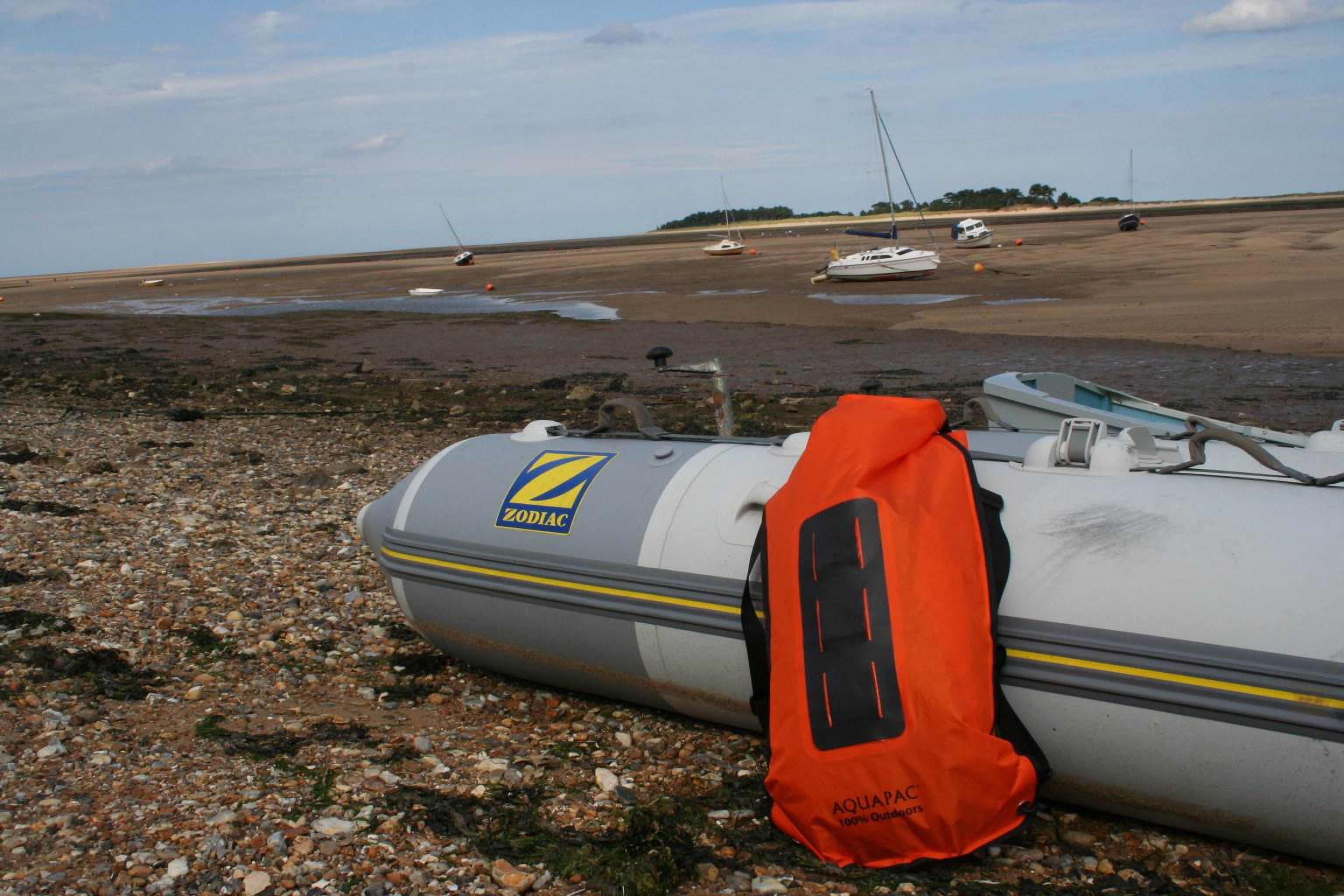 Водонепроницаемый  гермомешок-рюкзак (с двумя плечевыми ремнями) Aquapac 760 - Noatak Wet & Drybag - 15L.. Aquapac - №1 в мире водонепроницаемых чехлов и сумок. Фото 10