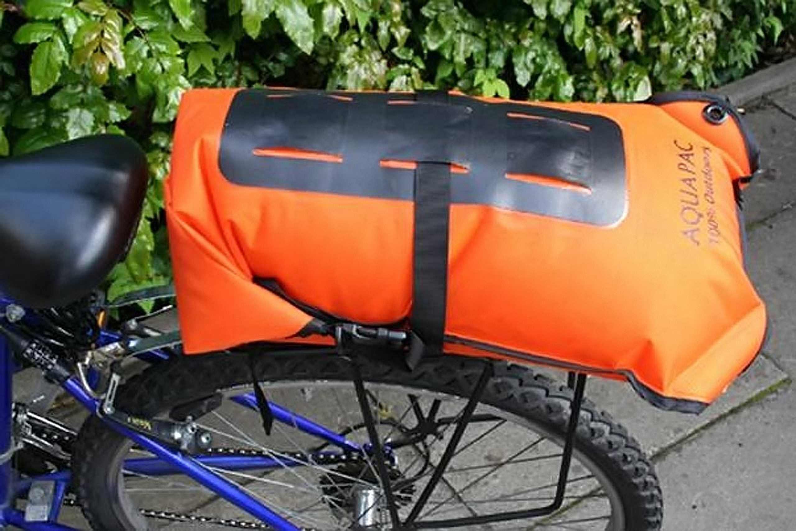 Водонепроницаемый  гермомешок-рюкзак (с двумя плечевыми ремнями) Aquapac 760 - Noatak Wet & Drybag - 15L.. Aquapac - №1 в мире водонепроницаемых чехлов и сумок. Фото 8