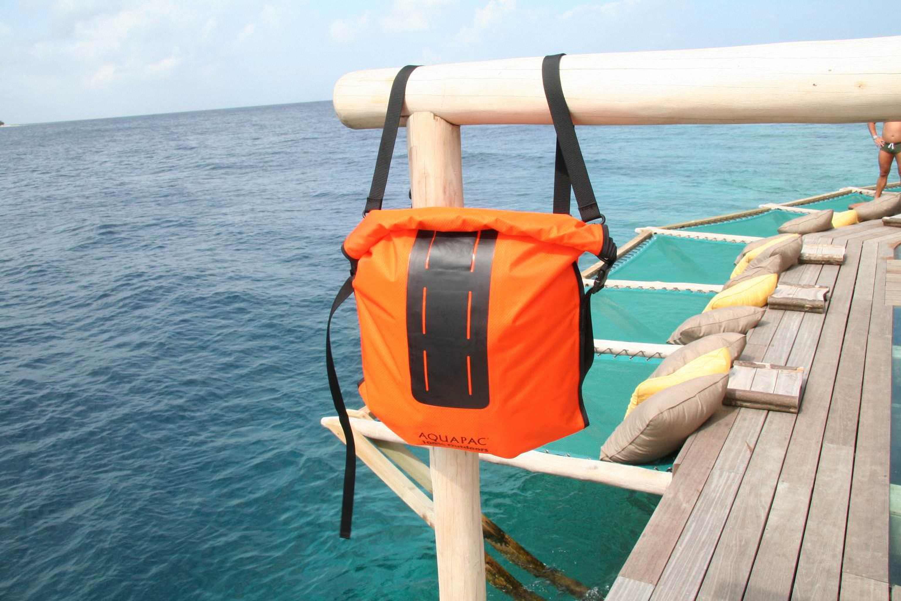 Водонепроницаемый  гермомешок-рюкзак (с двумя плечевыми ремнями) Aquapac 761 - Noatak Wet & Drybag - 15L.. Aquapac - №1 в мире водонепроницаемых чехлов и сумок. Фото 7