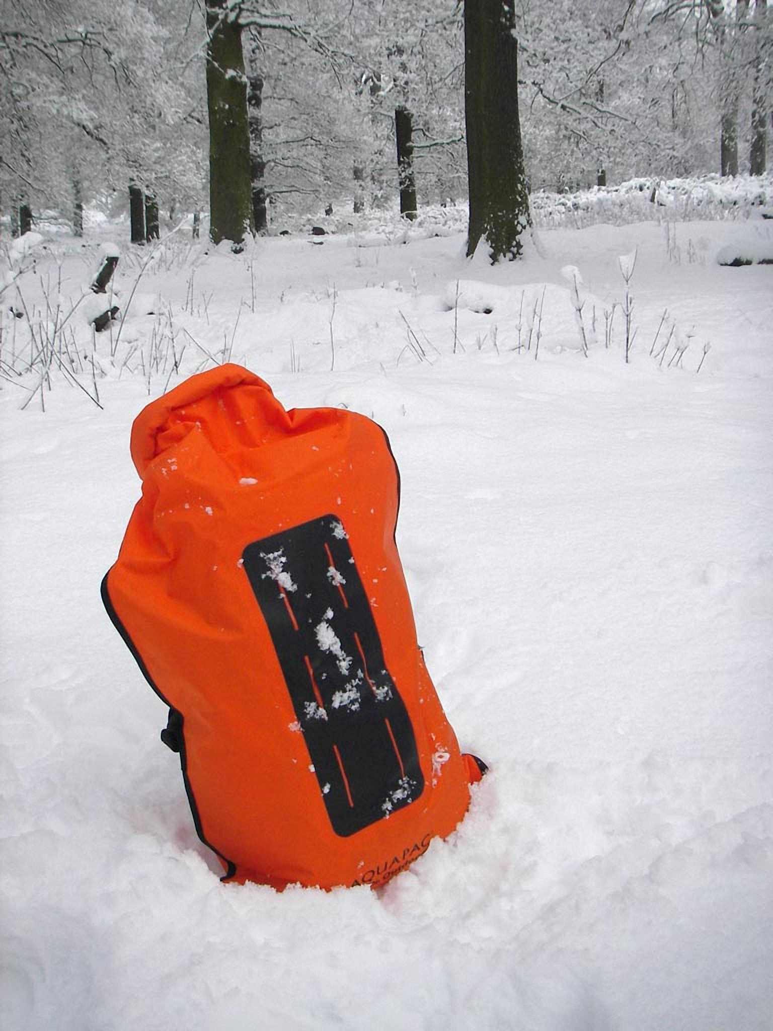 Водонепроницаемый  гермомешок-рюкзак (с двумя плечевыми ремнями) Aquapac 761 - Noatak Wet & Drybag - 15L.. Aquapac - №1 в мире водонепроницаемых чехлов и сумок. Фото 9