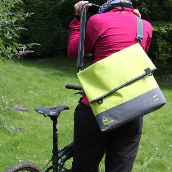 Брызгозащитная сумка Aquapac 053 - TrailProof™ Tote Bag – Large (Acid Green)