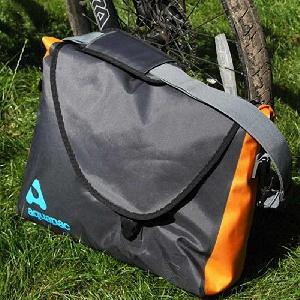 Водонепроницаемая сумка Aquapac 026 - Stormproof Messenger Bag.. Aquapac - №1 в мире водонепроницаемых чехлов и сумок. Фото 1