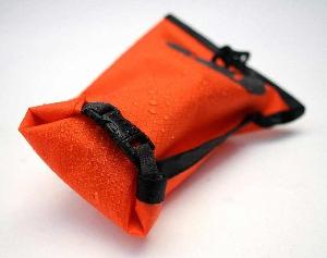 Водонепроницаемый гермомешок Aquapac 036 - Small Stormproof Pouch Orange.. Aquapac - №1 в мире водонепроницаемых чехлов и сумок. Фото 2