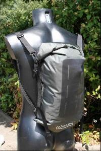 Водонепроницаемый  гермомешок-рюкзак (с двумя плечевыми ремнями) Aquapac 760 - Noatak Wet & Drybag - 15L.. Aquapac - №1 в мире водонепроницаемых чехлов и сумок. Фото 2