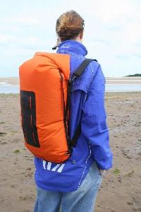 Водонепроницаемый  гермомешок-рюкзак (с двумя плечевыми ремнями) Aquapac 760 - Noatak Wet & Drybag - 15L.. Aquapac - №1 в мире водонепроницаемых чехлов и сумок. Фото 3
