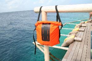Водонепроницаемый  гермомешок-рюкзак (с двумя плечевыми ремнями) Aquapac 760 - Noatak Wet & Drybag - 15L.. Aquapac - №1 в мире водонепроницаемых чехлов и сумок. Фото 7