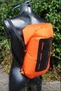 Водонепроницаемый  гермомешок-рюкзак (с двумя плечевыми ремнями) Aquapac 761 - Noatak Wet & Drybag - 15L.. Aquapac - №1 в мире водонепроницаемых чехлов и сумок. Фото 2