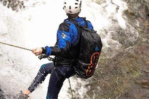 Водонепроницаемый  гермомешок-рюкзак (с двумя плечевыми ремнями) Aquapac 768 - Noatak Wet & Drybag - 15L.. Aquapac - №1 в мире водонепроницаемых чехлов и сумок. Фото 5