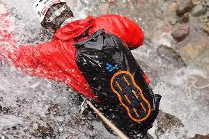 Водонепроницаемый  гермомешок-рюкзак (с двумя плечевыми ремнями) Aquapac 768 - Noatak Wet & Drybag - 15L.. Aquapac - №1 в мире водонепроницаемых чехлов и сумок. Фото 6