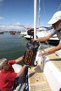 Водонепроницаемый  гермомешок-рюкзак (с двумя плечевыми ремнями) Aquapac 768 - Noatak Wet & Drybag - 15L.. Aquapac - №1 в мире водонепроницаемых чехлов и сумок. Фото 8
