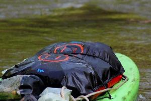 Водонепроницаемый  гермомешок-рюкзак (с двумя плечевыми ремнями) Aquapac 768 - Noatak Wet & Drybag - 15L.. Aquapac - №1 в мире водонепроницаемых чехлов и сумок. Фото 9