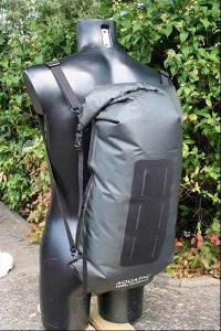 Водонепроницаемый гермомешок-рюкзак (с двумя плечевыми ремнями) Aquapac 770 - Noatak Wet & Drybag - 25L.. Aquapac - №1 в мире водонепроницаемых чехлов и сумок. Фото 2