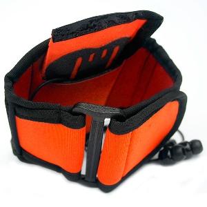 Брызгозащитный чехол с креплением на руку Aquapac 922 - Small Armband Case